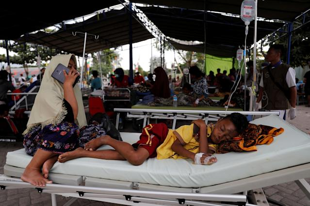 <p>A mother sits beside her injured child at Tanjung hospital after earthquake hit on Sunday in North Lombok, Indonesia, Aug. 7, 2018. (Photo: Beawiharta/Reuters) </p>