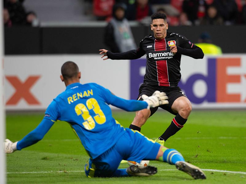 LEVERKUSEN, GERMANY - NOVEMBER 29: Goalkeeper Renan of Ludogorets and Paulinho of Bayer 04 Leverkusen battle for the ball during the UEFA Europa League Group A match between Bayer 04 Leverkusen and Ludogorets at BayArena on November 29, 2018 in Leverkusen, Germany. (Photo by TF-Images/ Getty Images)