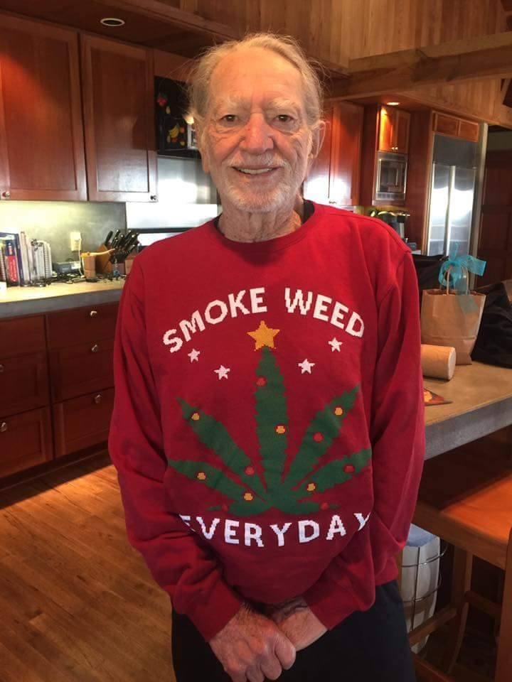 Willie Nelson Gets an Appropriate Christmas Sweater From Snoop Dogg