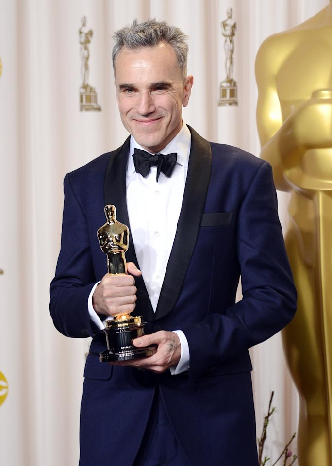 "HOLLYWOOD, CA - FEBRUARY 24:  Actor Daniel Day-Lewis, winner of the Best Actor award for ""Lincoln,"" poses in the press room during the Oscars held at Loews Hollywood Hotel on February 24, 2013 in Hollywood, California.  (Photo by Jason Merritt/Getty Images)"