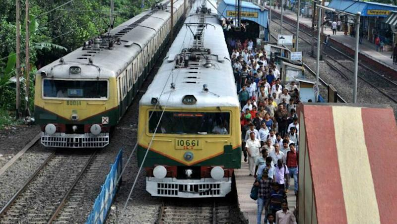 Woman Dies After Jumping in Front of Local Train With Baby in Her Arms at Jogeshwari Station in Mumbai; Infant Survives