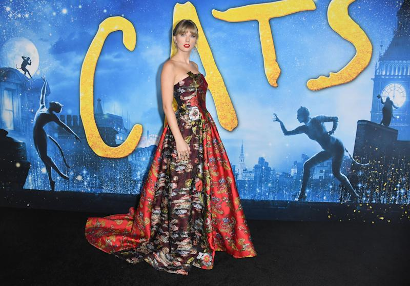 """US singer Taylor Swift arrives for Universal Pictures' world premiere of """"Cats"""" at Alice Tully Hall on December 16, 2019 in New York City. (Photo by Angela Weiss / AFP) (Photo by ANGELA WEISS/AFP via Getty Images)"""