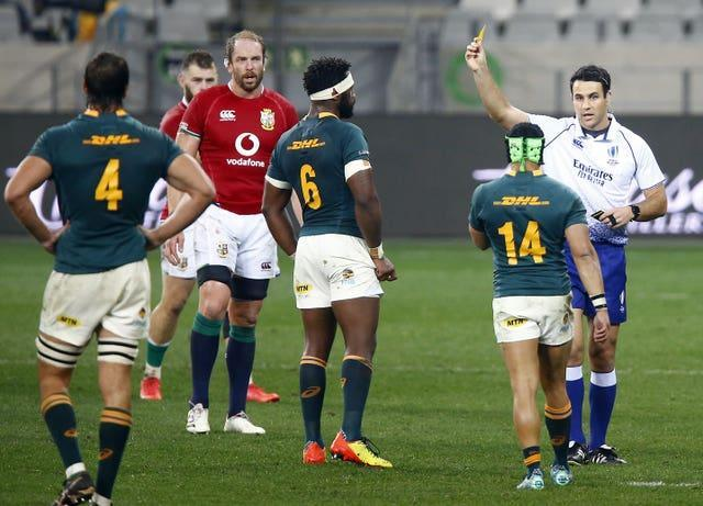 Referee Ben O'Keeffe shows Cheslin Kolbe a yellow card for taking Conor Murray out in the air