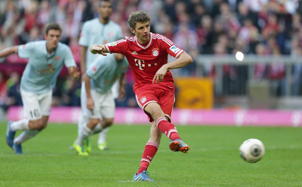Bayern's Thomas Mueller scores a penalty during the German first division Bundesliga soccer match between FC Bayern Munich and FSV Mainz 05, in Munich, southern Germany, Saturday, Oct. 19, 2013. (AP Photo/Matthias Schrader)