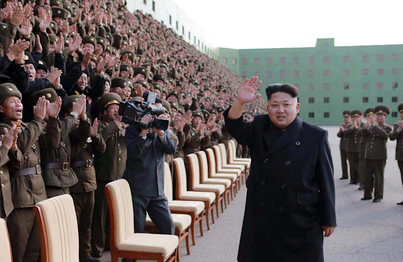 North Korean leader Kim Jong-Un (C) waves to participants of the third meeting of battalion commanders and political instructors of the Korean People's Army in Pyongyang on November 4, 2014 (AFP Photo/)
