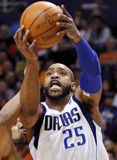 Dallas Mavericks' Vincer Carter (25) shoots against the Phoenix Suns during the first half of an NBA basketball game, Thursday, March 8, 2012, in Phoenix. (AP Photo/Matt York)
