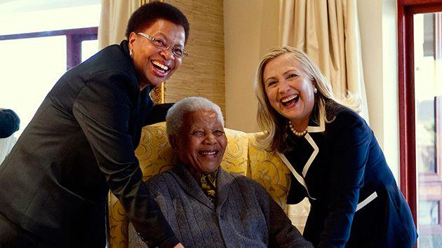 US Secretary of State Hillary Clinton poses for a photograph with Nelson Mandela and his wife Graca Machel at his home in Qunu. Photo: Reuters.