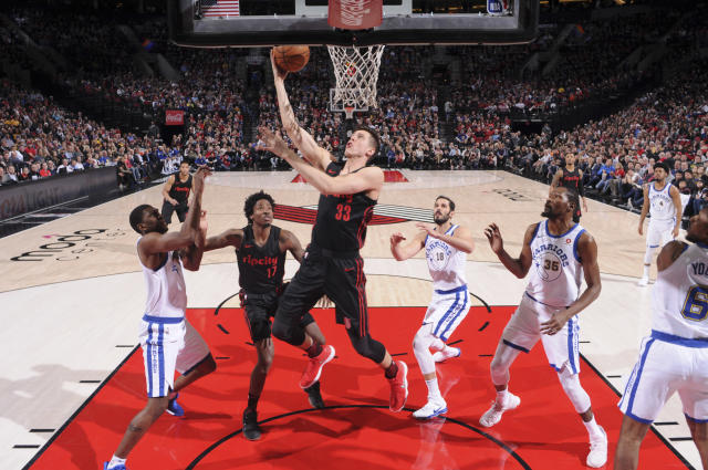 Zach Collins scores against the Warriors on Friday. (Getty)