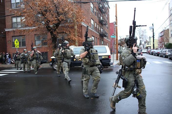 Police officers arrive at the scene of an active shooting in Jersey City, New Jersey, on Dec. 10. (Photo: KENA BETANCUR via Getty Images)