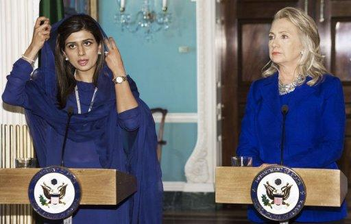 Pakistani Foreign Minister Hina Rabbani Khar (L) and US Secretary of State Hillary Clinton