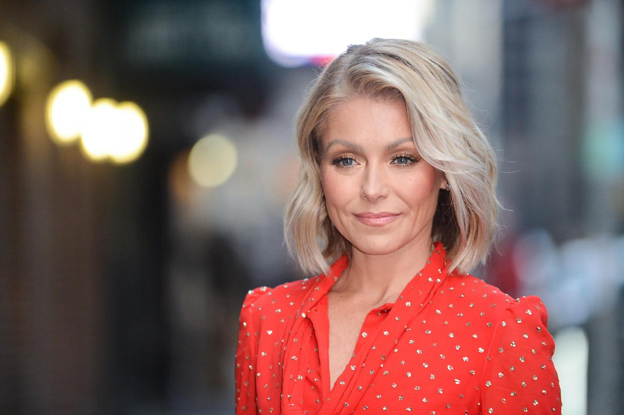 Kelly Ripa recently fell in love with these self-tanning drops. (Photo: Getty)