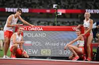 <p>TOKYO, JAPAN - JULY 31: Kajetan Duszynski, Justyna Swiety-Ersetic, Karol Zalewski, Natalia Kaczmarek of Team Poland celebrate after winning the gold medal in the 4x400m Relay Mixed Final on day eight of the Tokyo 2020 Olympic Games at Olympic Stadium on July 31, 2021 in Tokyo, Japan. (Photo by Matthias Hangst/Getty Images)</p>