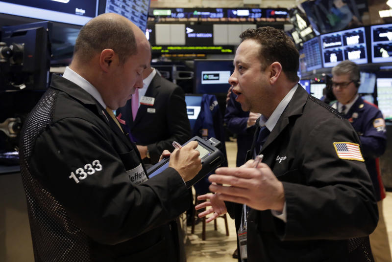 US stocks slump following disappointing earnings