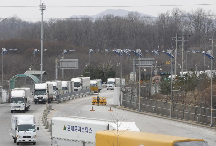 """South Korean vehicles return from a joint industrial complex of North Korean city of Kaesong at the customs, immigration and quarantine office, near the Demilitarized Zone (DMZ) of Panmunjom in Paju, north of Seoul, South Korea, Thursday, March 28, 2013. Raising tensions with South Korea yet again, North Korea said it cut the last military hotline with Seoul because there was no need for communications between the countries in a situation """"where a war may break out at any moment."""" (AP Photo/Ahn Young-joon)"""