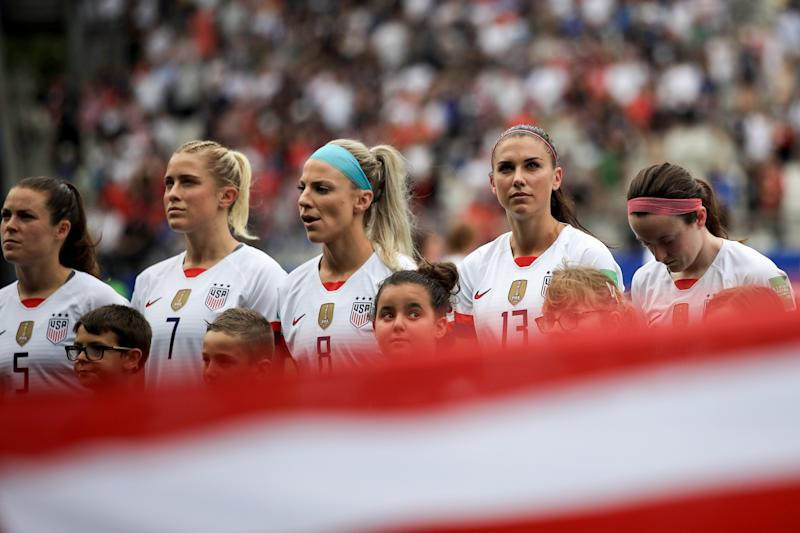 REIMS, FRANCE - JUNE 24: USA players look on during the national anthem during the 2019 FIFA Women's World Cup France Round Of 16 match between Spain and USA at Stade Auguste Delaune on June 24, 2019 in Reims, France. (Photo by Marc Atkins/Getty Images)