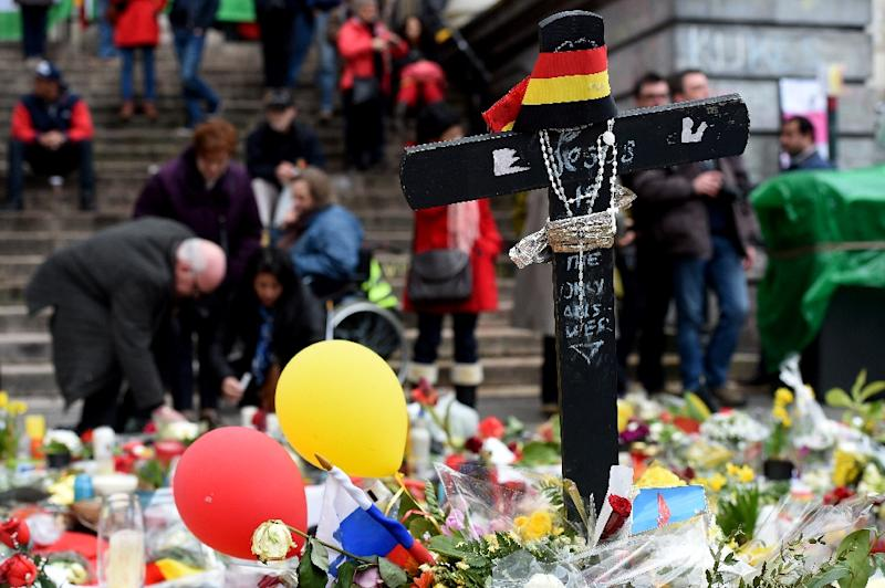 A makeshift memorial for the victims of the Brussels terror attacks, pictured on the Place de la Bourse Square in Brussels on March 27, 2016 (AFP Photo/Patrik Stollarz)