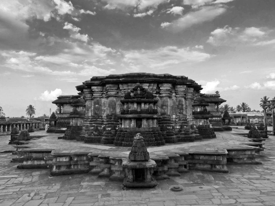 The Chennakeshava temple is built on a 4.5 feet plinth. The temple, including the plinth, is in the shape of Sri Chakra (star shape), a characteristic feature of Hoysala architecture. Sri Chakra is considered most auspicious in Hindu religion.