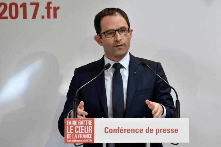 French presidential election candidate for the left-wing French Socialist party Benoit Hamon addresses the press on March 29, 2017, following announcement by former prime minister Manuel Valls he will endorse the presidential bid of  Emmanuel Macron