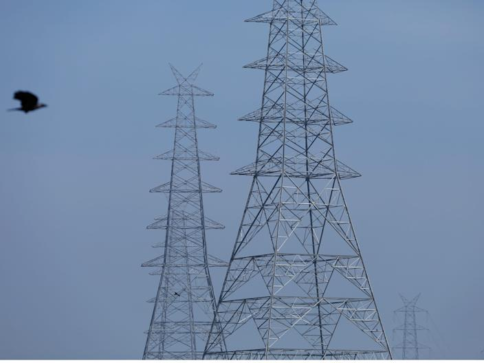 Pollution coronavirus A combination picture shows birds flying next to electricity pylons on October 30, 2019 and after air pollution level started to drop during a 21-day nationwide lockdown to slow the spreading of coronavirus disease (COVID-19), in the old quarters of Delhi, India, April 13, 2020.