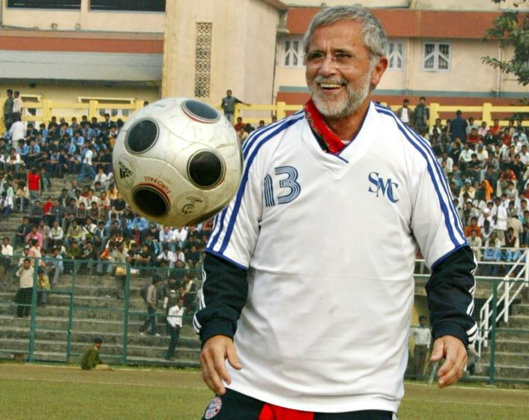 Gerd Mueller -- seen enjoying a kickabout before the start of a 2009 friendly between a Bayern select and a local eleven in Siliguri -- had been suffering from Alzheimer's
