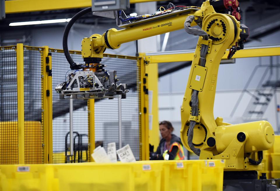 A robot prepares to pick up a tote in an Amazon warehouse in Orlando, Florida. (Getty Images)