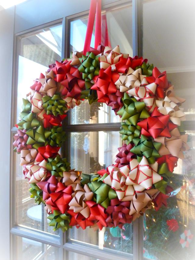 "<p>For a super easy, no hassle wreath raid your wrapping draw and create a wreath out of bows.<a rel=""nofollow"" href=""http://www.designimprovised.com/2012/12/bow-wreath.html""><em> [Photo: Design improvised]</em></a> </p>"