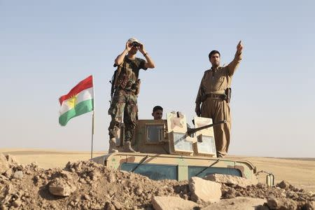 Kurdish peshmerga troops participate in an intensive security deployment against Islamic State militants on the front line in Khazer August 8, 2014. REUTERS/Azad Lashkari