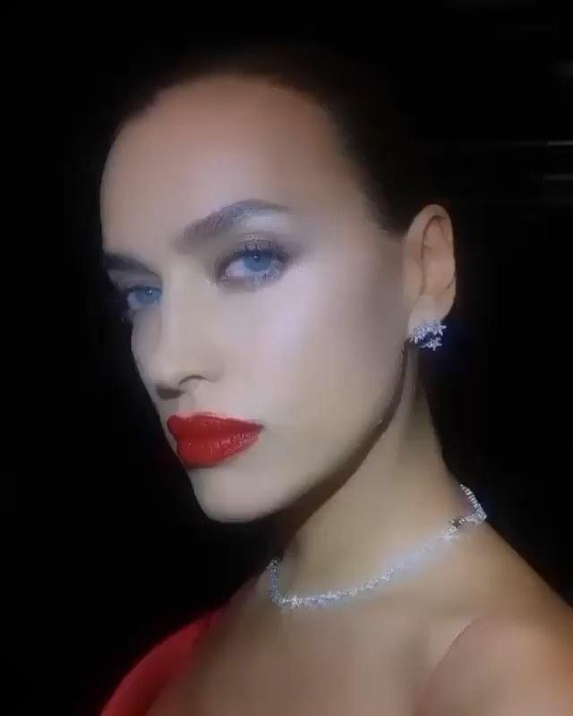 "Irina Shayk showed up to support Pat McGrath in <a href=""https://www.instagram.com/p/B3wx-WSlYmD/"">a crimson lip</a>. Courtesy of Instagram."