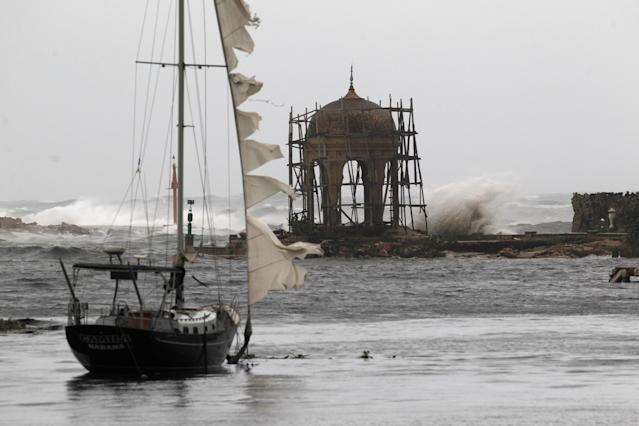 <p>Waves crash against the Mudejar gazebo at the Almendares river, after the passing of Hurricane Irma, in Havana, Cuba, Sept. 10, 2017. (REUTERS/Stringer) </p>
