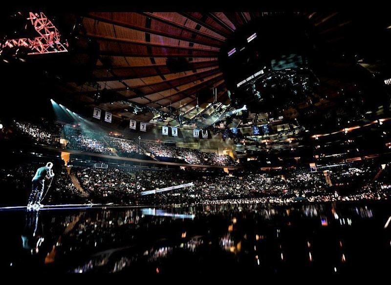 60,000 fans turn up for two sold out Madison Square Garden performances. Hart gives them what they want.