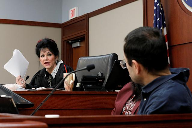 Circuit Court Judge Rosemarie Aquilina addresses Larry Nassar, (R) a former team USA Gymnastics doctor, who pleaded guilty in November 2017 to sexual assault charges, during his sentencing hearing. (Reuters)