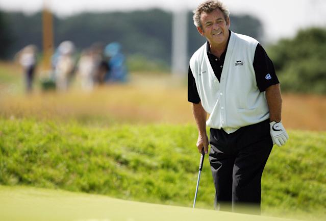 Tony Jacklin has a practice round prior to 2007 Open at Carnoustie, in Scotland on July 17, 2007 (AFP Photo/Paul Ellis)
