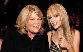 Taylor Swift opens up on mom Andrea's cancer for the first time