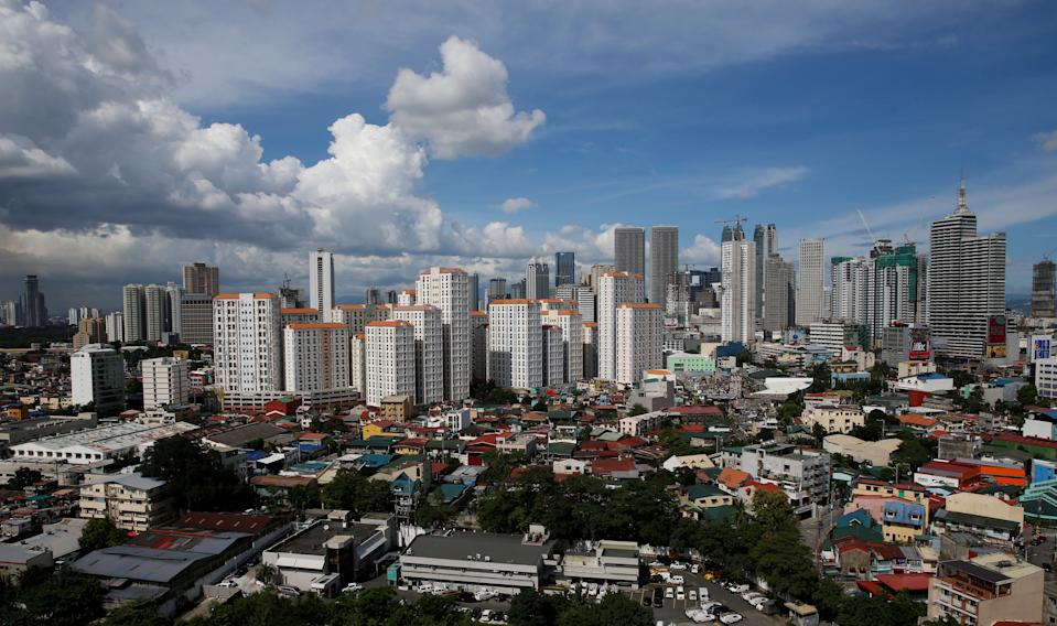 FILE PHOTO: A view of residential condominium buildings at a residential neighbourhood in Mandaluyong, Metro Manila, Philippines August 22, 2016.  REUTERS/Erik De Castro