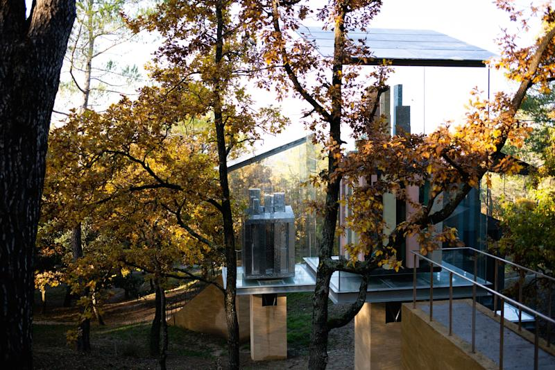 The autumnal leaves add more natural drama to the sculptural exhibition.