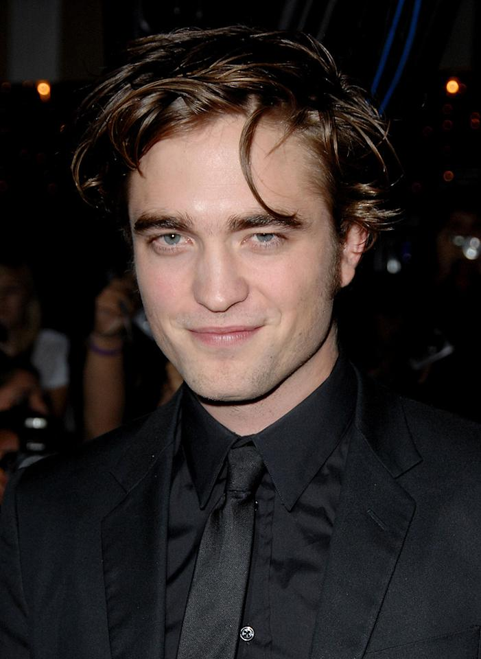 """<a href=""""http://movies.yahoo.com/movie/contributor/1808623206"""">Robert Pattinson</a> at the Westwood premiere of <a href=""""http://movies.yahoo.com/movie/1810010670/info"""">Twilight</a> - 11/17/2008"""