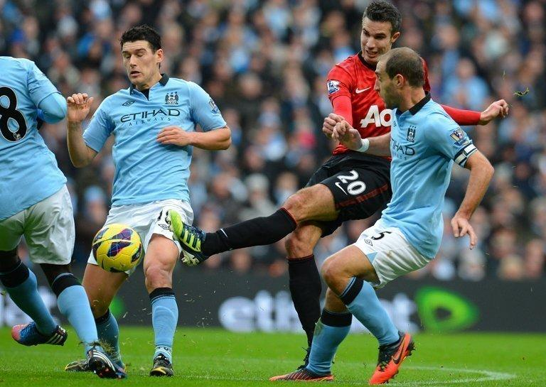 City's Gareth Barry (L) and Pablo Zabaleta (R) try to block a shot from United's Robin Van Persie on Sunday