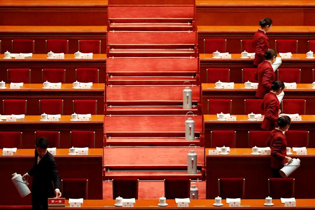 <p>Attendants serve tea before the second plenary session of the National People's Congress (NPC) at the Great Hall of the People in Beijing on March 9, 2018. (Photo: Damir Sagolj/Reuters) </p>