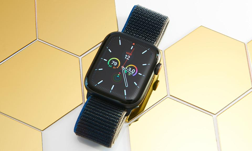 Holiday Gift Guide: Apple Watch SE