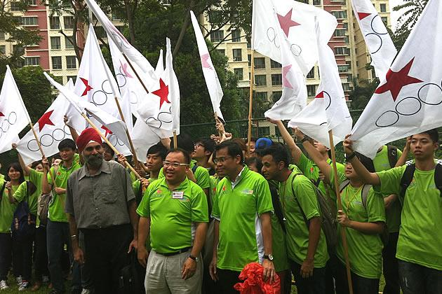 Desmond Lim with his supporters on Nomination Day. (Yahoo! photo)