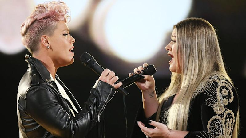Pink & Kelly Clarkson Try to Heal Our Hurting Hearts at the 2017 AMAs