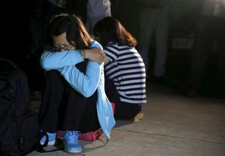 Family members of passengers of a sunken cruise ship cry after marching toward the site of the sunken ship in the Jianli section of Yangtze River, Hubei province, China, June 4, 2015.  REUTERS/Kim Kyung-Hoon