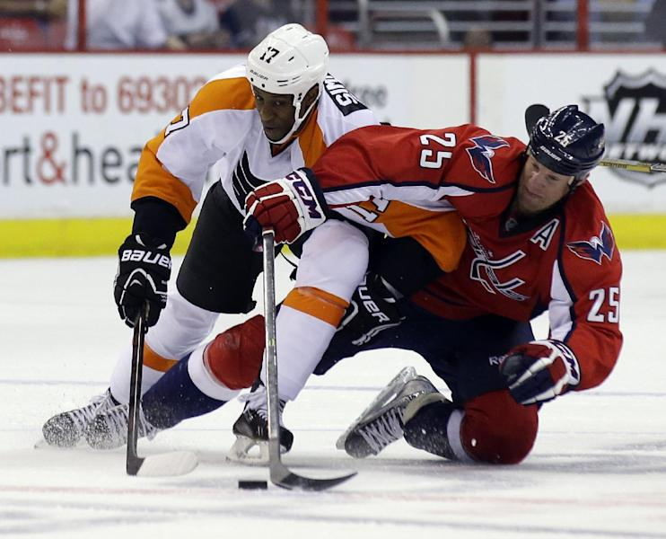 Philadelphia Flyers right wing Wayne Simmonds (17) becomes entangled with Washington Capitals left wing Jason Chimera (25) in the second period of a preseason NHL hockey game, Friday, Sept. 27, 2013, in Washington. (AP Photo/Alex Brandon)