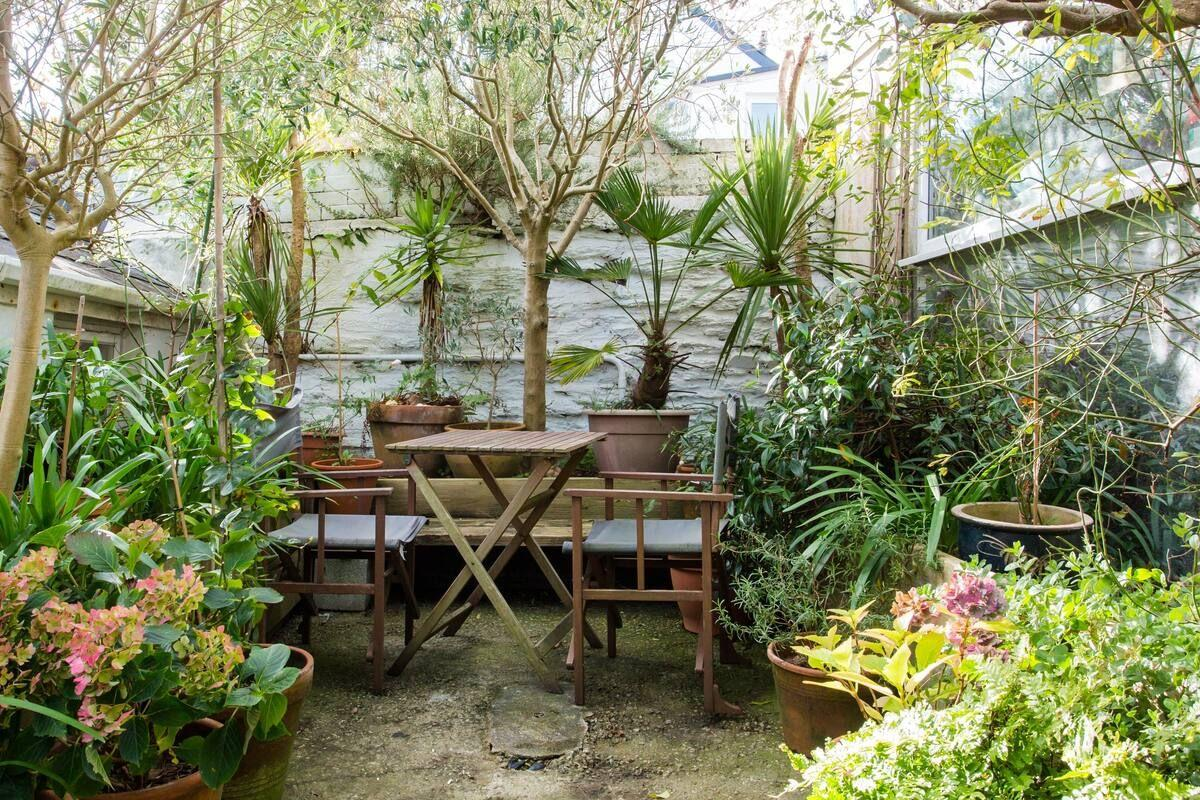 "<p>For an Airbnb in Cornwall that's gorgeous both inside and out, look no further than this stunning bolthole in Falmouth. It's arty, pretty and just delightful. The flat has been beautifully designed with relaxation in mind so that you feel zen before even stepping inside.</p><p>From the soft linens on the comfy bed to the artwork and seriously chic use of colour throughout, this is an Airbnb that offers a touch of country life close to the beach.</p><p><strong>Sleeps</strong>: 2</p><p><strong>Price per night:</strong> £103</p><p><strong>Why we love it:</strong> The thoughtful design and little touches, like the olive trees in the courtyard garden creating a mini oasis.</p><p><a class=""body-btn-link"" href=""https://go.redirectingat.com?id=127X1599956&url=https%3A%2F%2Fwww.airbnb.co.uk%2Frooms%2Fplus%2F10403069%3Fsource_impression_id%3Dp3_1592404574_LsEG8NPNGUEnUEGj%26guests%3D1%26adults%3D1&sref=https%3A%2F%2Fwww.countryliving.com%2Fuk%2Ftravel-ideas%2Fstaycation-uk%2Fg32930188%2Fairbnb-cornwall-devon%2F"" target=""_blank"">SEE INSIDE</a></p>"