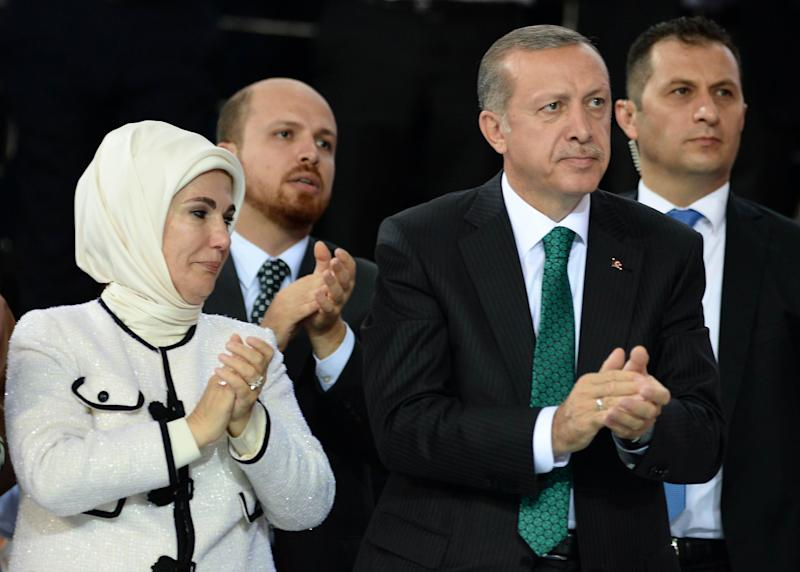 (From 2nd R) Turkey's Prime Minister and head of the ruling Justice and Development Party (AKP) Recep Tayyip Erdogan is pictured with his wife Emine Erdogan on August 27, 2014 (AFP Photo/Selahattin Sonmez)