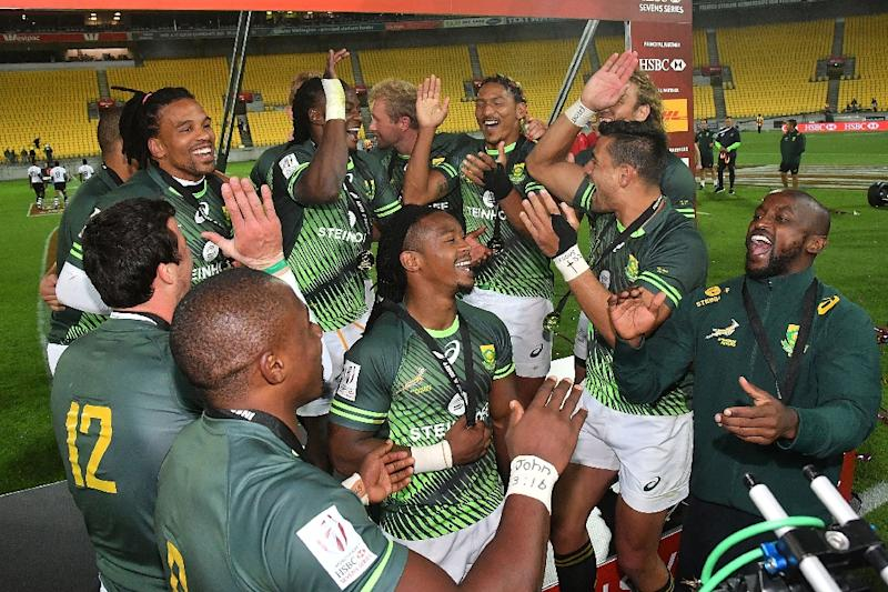 South Africa celebrate winning the Cup final against Fiji on day two of the IRB Rugby Sevens at Westpac Stadium in Wellington on January 29, 2017 (AFP Photo/Marty MELVILLE)