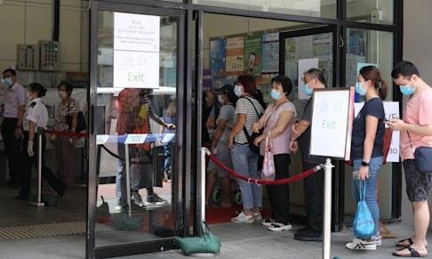 Queues are still visible in Yau Ma Tei for the community-wide testing. Photo: Nora Tam