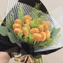 <p>Remember that viral story about a KFC fried chicken bouquet? Well, you can get a bouquet for your fried chicken-lover from Golden Tulips Atelier. (Photo: @goldentulipsatelier/Instagram) </p>