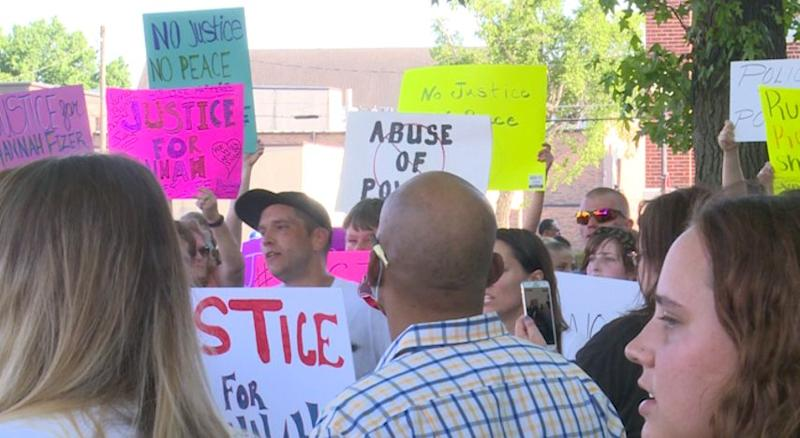 Demonstrators gather in Sedalia, Mo., after Hannah Fizer was shot by police. (KOMU)