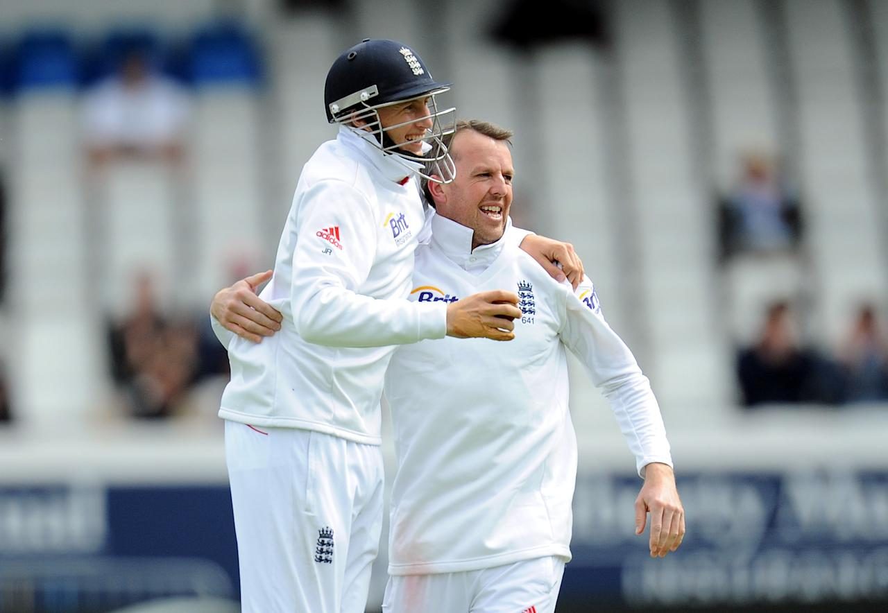 England's Graeme Swann celebrates the wicket of Hamish Rutherford with team-mate Joe Root (left) during the Second Investec Test match at Headingley, Leeds.